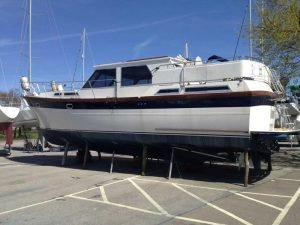 Antifouling boat hull